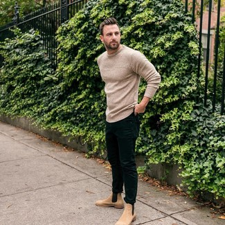 How to wear: tan suede chelsea boots, black skinny jeans, beige knit crew-neck sweater