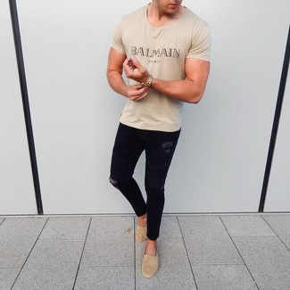 How to Wear Tan Suede Espadrilles For Men: Want to inject your menswear arsenal with some off-duty style? Reach for a beige print crew-neck t-shirt and black ripped skinny jeans. Go the extra mile and spice up your outfit by slipping into a pair of tan suede espadrilles.