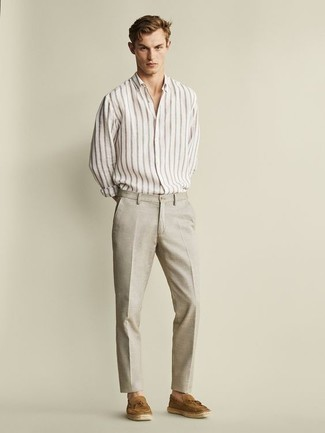How to Wear Beige Linen Dress Pants For Men: This polished pairing of a white vertical striped long sleeve shirt and beige linen dress pants is a frequent choice among the trendsetting guys. You can get a little creative on the shoe front and polish up your ensemble with tan suede tassel loafers.