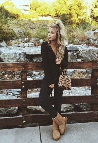 How to wear: tan leopard leather crossbody bag, tan uggs, black skinny pants, black long sleeve t-shirt