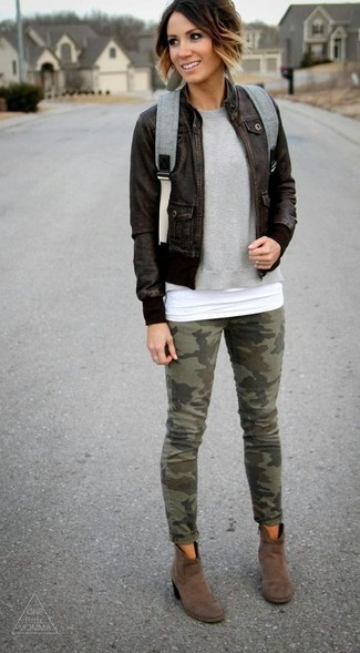 How to wear: olive camouflage skinny jeans, white tank, grey crew-neck sweater, dark brown leather bomber jacket