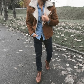 How to wear: black chinos, grey tank, light blue denim shirt, brown shearling jacket