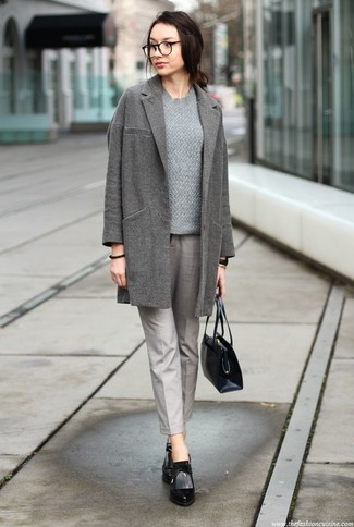 Women's Looks & Outfits: What To Wear In 2020: A grey coat and grey tapered pants are absolute mainstays if you're putting together a smart casual closet that matches up to the highest style standards. Add black leather ankle boots to this outfit for extra fashion points.
