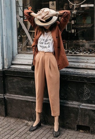 How to Wear Tan Tapered Pants For Women: Consider pairing a tobacco double breasted blazer with tan tapered pants to showcase you've got serious sartorial prowess. Look at how well this getup pairs with a pair of black leather loafers.