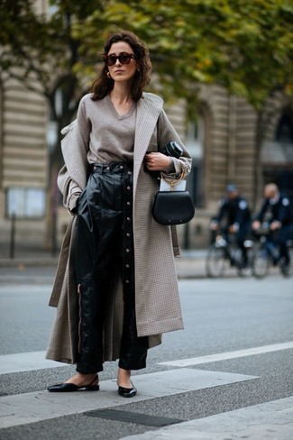 How to wear: black leather ballerina shoes, black leather tapered pants, beige v-neck sweater, beige check coat