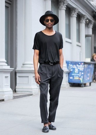 Men's Looks & Outfits: What To Wear In 2020: For a casual look with a modern take, you can wear a black crew-neck t-shirt and charcoal chinos. For a classier twist, add charcoal leather tassel loafers to the equation.