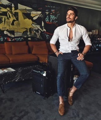 How to Wear a Black Suitcase For Men: A white long sleeve shirt and a black suitcase are a good outfit to have in your daily casual rotation. And if you wish to immediately dress up this getup with shoes, why not complete your look with a pair of brown suede tassel loafers?