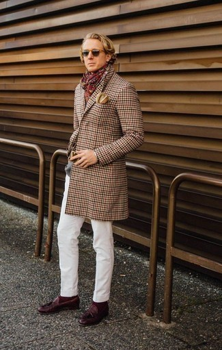 How to Wear a Beige Pocket Square In Cold Weather: This combo of a camel gingham overcoat and a beige pocket square is the ultimate laid-back look for any modern guy. Complete this ensemble with a pair of burgundy leather tassel loafers to immediately ramp up the wow factor of this look.