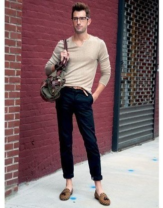 How to Wear an Olive Canvas Tote Bag For Men: Try teaming a beige v-neck sweater with an olive canvas tote bag for a modern twist on casual urban menswear. Tan leather tassel loafers will give a more refined twist to this look.