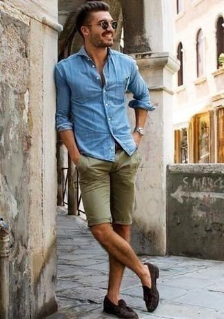 How to Wear a Light Blue Denim Shirt For Men: Want to infuse your menswear arsenal with some laid-back dapperness? Wear a light blue denim shirt with olive shorts. Bring an added dose of class to this look by rounding off with a pair of dark brown suede tassel loafers.