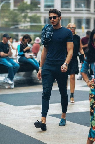 How to wear: black sunglasses, navy leather tassel loafers, navy sweatpants, navy crew-neck t-shirt