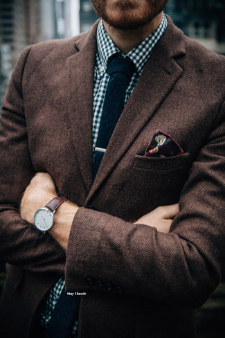 How to Wear a Burgundy Floral Pocket Square: A brown herringbone wool blazer and a burgundy floral pocket square are a city casual combo that every style-savvy guy should have in his closet.