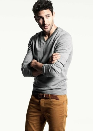 How to wear: brown leather belt, tobacco jeans, olive v-neck t-shirt, grey v-neck sweater