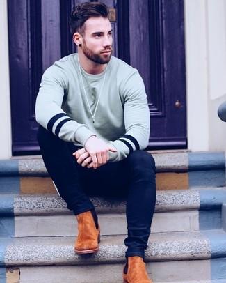 How to wear: tobacco suede chelsea boots, navy skinny jeans, grey sweatshirt