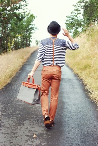 How to Wear a Grey Canvas Tote Bag For Men: This laid-back combination of a grey horizontal striped long sleeve t-shirt and a grey canvas tote bag is simple, dapper and super easy to imitate.