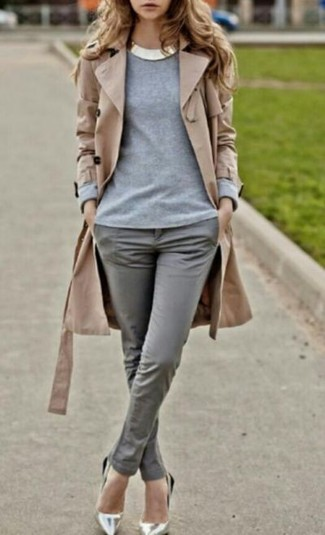 Pair a khaki trench coat with grey skinny pants and you'll be the picture of elegance. Silver leather pumps are a fitting choice here. We're loving how this outfit brings you into fall mode in no time flat.