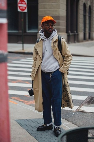 This combo of a trenchcoat and navy corduroy jeans is so easy to put together without a second thought, helping you look sharp and ready for anything without spending too much time digging through your wardrobe. Black leather loafers will become an ideal companion to your style. This one will play especially nice come warmer weather.