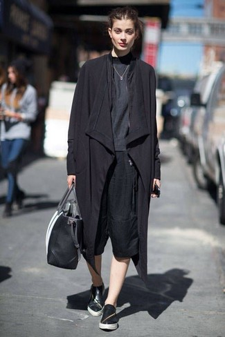 Make a black trenchcoat and black culottes your outfit choice to achieve a chic look. Grab a pair of black leather slip-on sneakers for a more relaxed vibe. Rest assured, this ensemble will keep you comfortable as well as looking on-trend in this in-between weather.