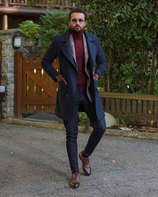 How to Wear Brown Leather Gloves For Men: A navy overcoat and brown leather gloves are a good combo to wear a variation of on weekend days. For something more on the sophisticated side to finish off your outfit, slip into a pair of brown leather oxford shoes.
