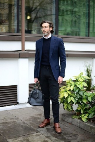 How to Wear a Black Leather Duffle Bag For Men: This is indisputable proof that a navy blazer and a black leather duffle bag look amazing when paired together in a relaxed casual look. Brown leather double monks will put a different spin on an otherwise utilitarian ensemble.