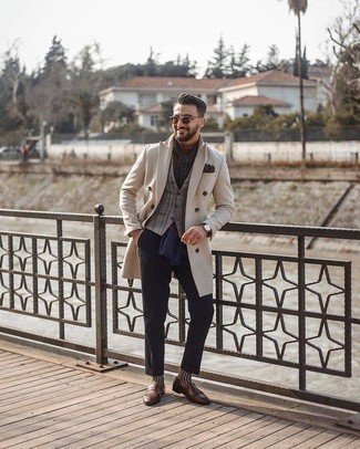 How to Wear Dark Brown Leather Gloves For Men: If you use a more relaxed approach to menswear, why not dress in a beige overcoat and dark brown leather gloves? A pair of brown fringe leather loafers will add a more refined twist to your ensemble.
