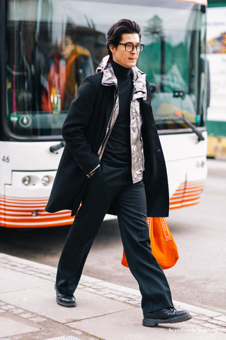 How to Wear Black Dress Pants For Men: This combo of a black overcoat and black dress pants can only be described as outrageously stylish and elegant. A pair of black leather derby shoes easily amps up the cool of this ensemble.