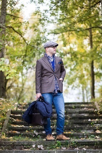 Men's Looks & Outfits: What To Wear In Cold Weather: You'll be surprised at how super easy it is for any gent to get dressed like this. Just a navy lightweight puffer jacket teamed with blue jeans. Tan suede derby shoes will infuse a sense of polish into an otherwise standard ensemble.