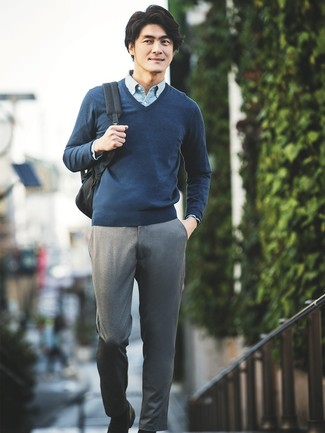 How to wear: navy v-neck sweater, light blue chambray long sleeve shirt, grey chinos, black leather loafers