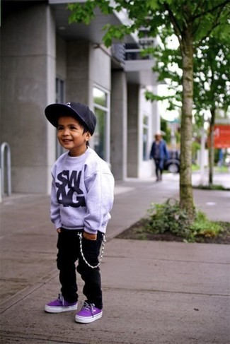 How to wear: black baseball cap, violet sneakers, black jeans, grey sweater