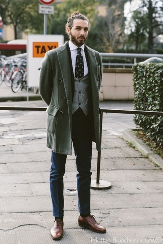 How to Wear a Grey Waistcoat: This polished combo of a grey waistcoat and navy dress pants is a common choice among the dapper gentlemen. And if you wish to easily dress down this getup with a pair of shoes, introduce brown leather oxford shoes to the equation.