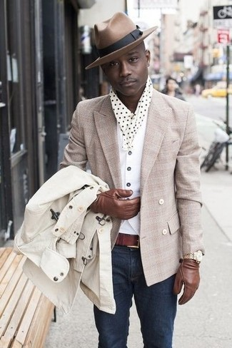 How to wear: white crew-neck t-shirt, white waistcoat, beige double breasted blazer, beige trenchcoat