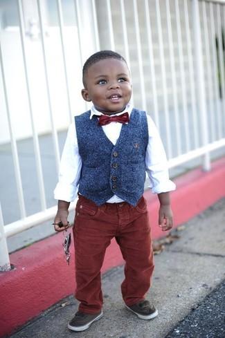 How to wear: navy waistcoat, white long sleeve shirt, burgundy jeans, dark brown sneakers