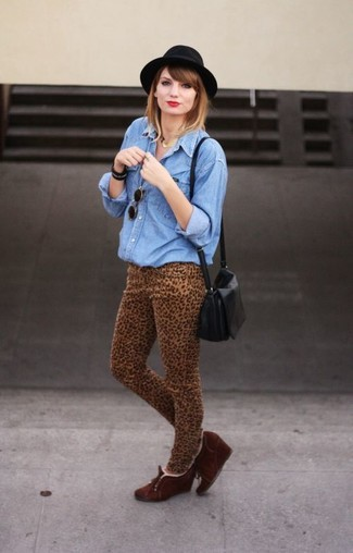 How to wear: black leather crossbody bag, dark brown suede wedge ankle boots, khaki leopard skinny jeans, blue denim shirt