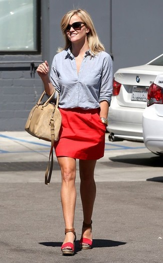 How to Wear a Light Blue Dress Shirt For Women: A light blue dress shirt and a red mini skirt are a good combination worth incorporating into your current off-duty repertoire. Look at how well this look is complemented with a pair of red suede wedge sandals.