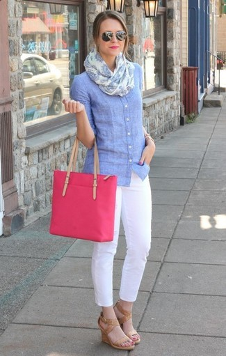 How to wear: hot pink canvas tote bag, tan leather wedge sandals, white skinny pants, light blue chambray dress shirt