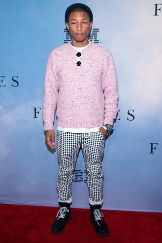 How to wear: black suede casual boots, white and black check chinos, white crew-neck t-shirt, pink crew-neck sweater