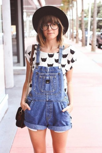 How to wear: white and black print crew-neck t-shirt, blue denim overall shorts, dark brown leather crossbody bag, black wool hat