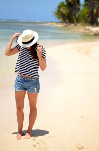 A white and black horizontal striped crew-neck t-shirt and a white and black straw hat are a perfect combo to be utilised at the weekend. As hot sunny weather settles in, it's time for light and breezy combos like this one.