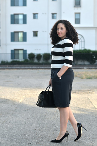 For chic style without the need to sacrifice on comfort, we love this combination of a white and black horizontal striped long sleeve t-shirt and black shorts. Black suede pumps will instantly dress up even the laziest of looks. You totally can to remain cool and chic under the scorching heat, and this ensemble is a clear example of just that.