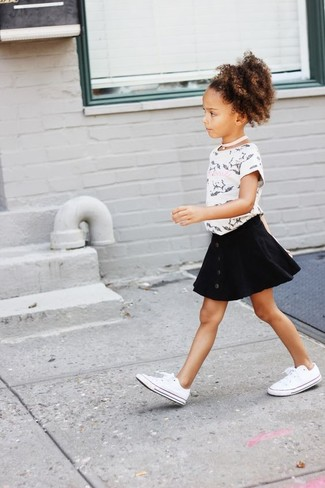 How to wear: white and black print t-shirt, black skirt, white sneakers