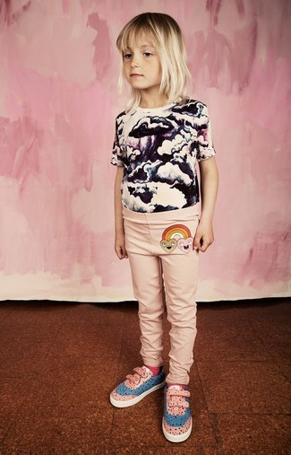How to wear: white and black print t-shirt, pink leggings, pink sneakers, hot pink socks