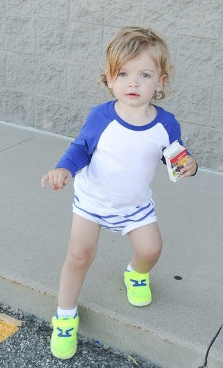 How to wear: white and blue long sleeve t-shirt, white shorts, green-yellow sneakers