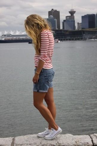 Babes in weißen Shorts