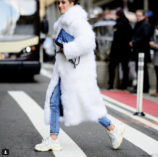 How to Wear a Blue Leather Crossbody Bag: This combination of a white fur coat and a blue leather crossbody bag combines comfort and utility and helps keep it clean yet trendy. White athletic shoes will add a more relaxed touch to an otherwise all-too-safe outfit.