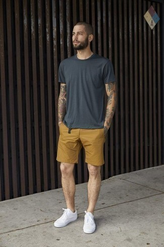 How to Wear Mustard Shorts For Men: When the setting permits a relaxed casual ensemble, make a charcoal crew-neck t-shirt and mustard shorts your outfit choice. A good pair of white canvas low top sneakers pulls this getup together.