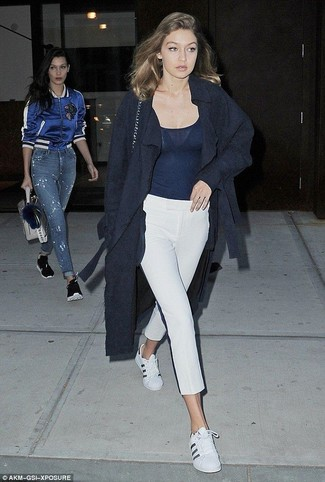 How to wear: white leather low top sneakers, white capri pants, navy tank, navy coat