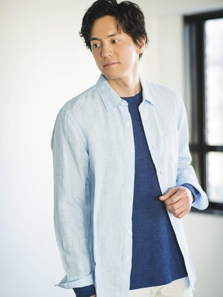 How to wear: white chinos, navy long sleeve t-shirt, light blue chambray long sleeve shirt