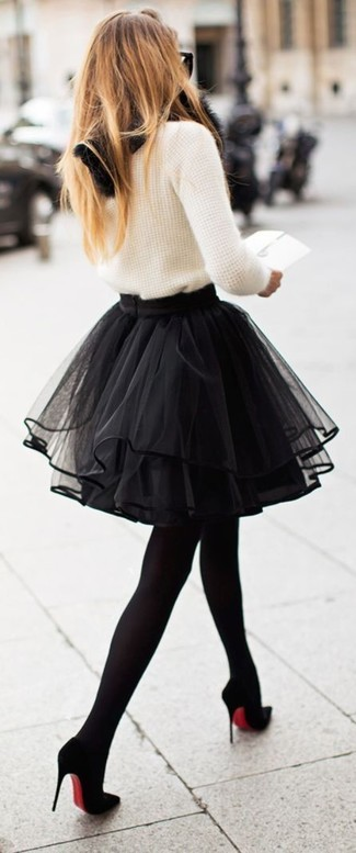 For functionality without the need to sacrifice on fashion, we love this combination of a crew-neck jumper and a black tulle mini skirt. Up the ante of your outfit with black suede pumps. As you can guess, this is also a neat option come warmer days.