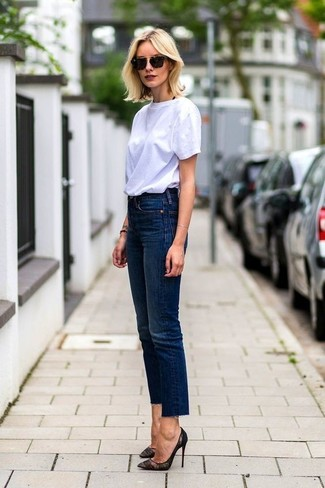 A white crew-neck t-shirt with navy jeans has become an essential pairing for many style-conscious girls. Bring instant glamour to your ensemble with black lace pumps. You know you could wear a variation of this look throughout the summertime.