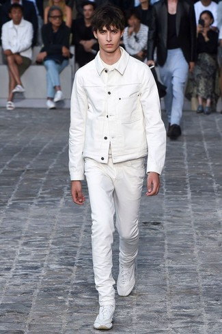 How to wear: white denim jacket, white crew-neck t-shirt, white jeans, white athletic shoes